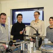 Fabrice, Marion, Élodie et Claire dans la salle de production.
